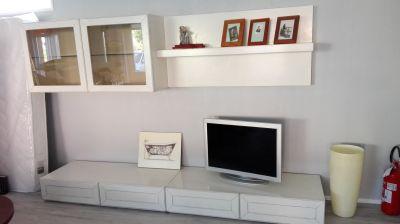 soggiorno in legno bianco anticato living