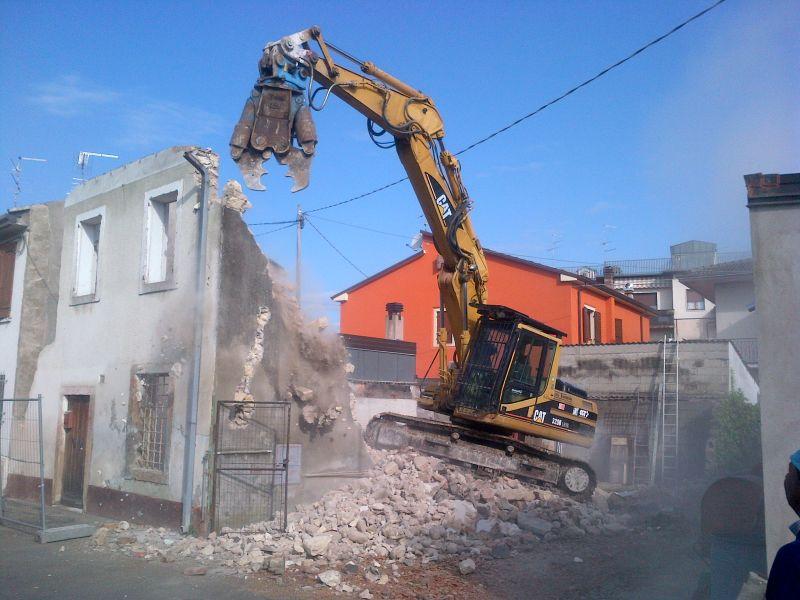 Offerta demolizioni civili e industriali-Promozione servizi di demolizione Cava Sandrini Verona