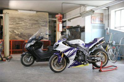 offerta servizio di verniciatura auto promozione verniciatura e lucidatura moto scooter verona