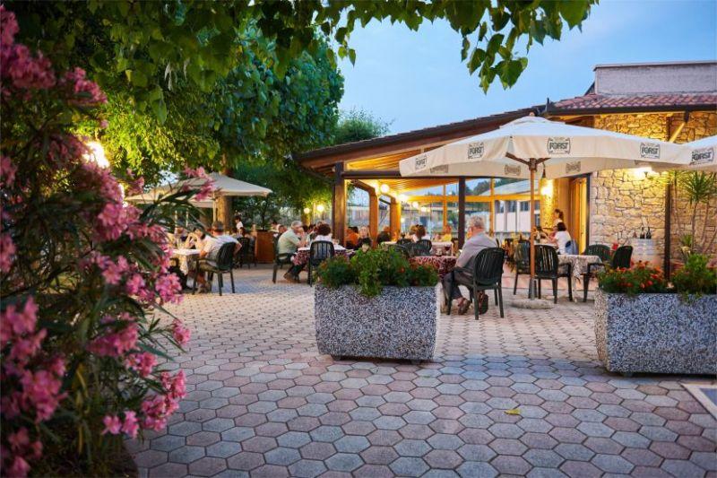 Offerta camping area giochi bambini-Promozione camping giardino estivo per famiglie Verona