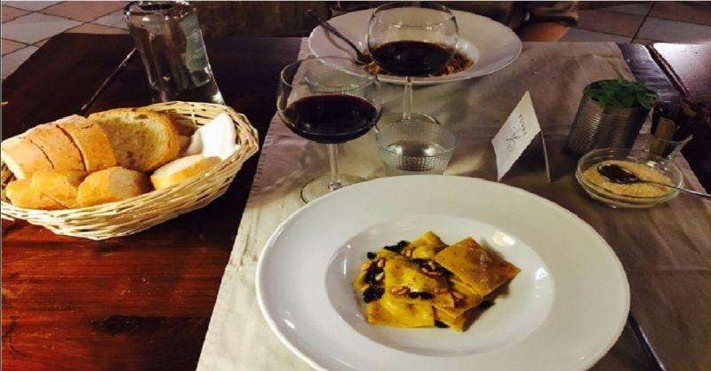 offerta mangiare a Valeggio sul Mincio - occasione osteria con vini del territorio a Verona