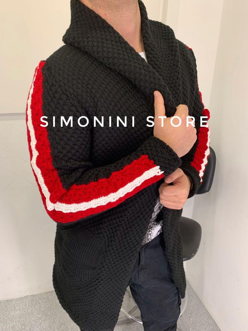 Cardigan uomo in misto lana lungo con cappuccio e banda rossa e bianca su manica made in Italy