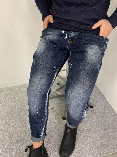 jeans uomo elasticizzato cavallo basso stretto al fondo lavaggio scuro con verniciature bianche