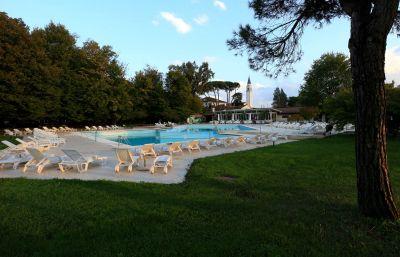 offerta club house golf club venezia promozione campi da golf tennis e calcetto con piscina