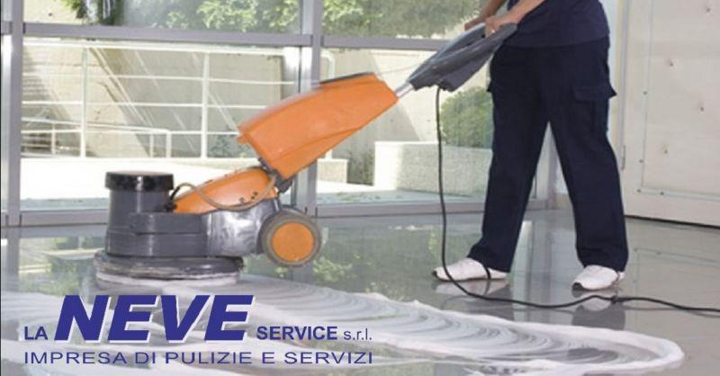 LA NEVE SERVICE offerta lavaggio moquette - occasione servizio pulizia gres porcellanato Verona