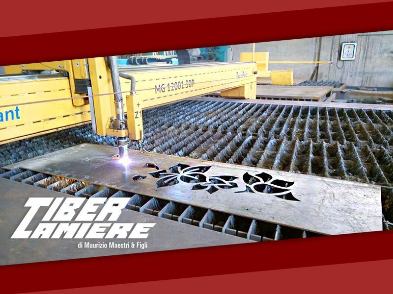 lavorazioni di pannelli per cancelli con il taglio al plasma Tiber lamiere snc