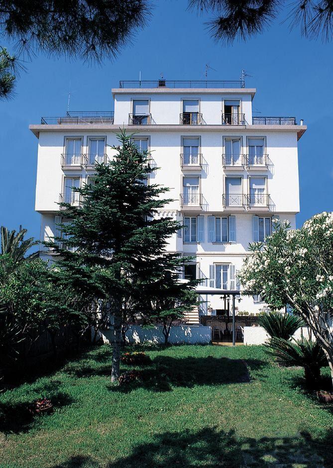 ALBERGO ROSALIA offerta Hotel a Bordighera Gennaio 3 Notti