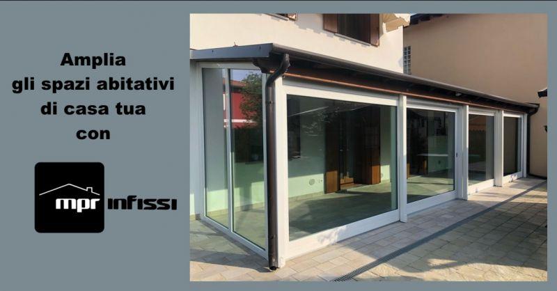 offerta chiusura terrazzo vetro Venezia - occasione verande in vetro per terrazzi Pordenone