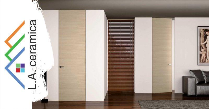 Offerta Porta a battente a filo muro MIMETICA Roma - Occasione vendita onlinea porta invisibile