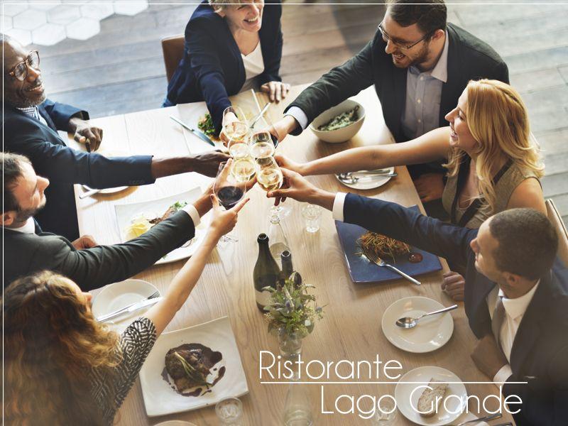 Offerta cene aziendali sul lago - Promozione servizio cena aziendale in lago