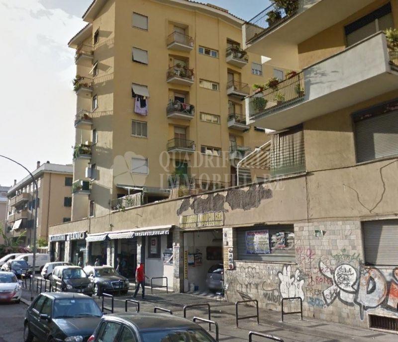 Offerta vendita locale commerciale Tuscolana - occasione negozio vendita Giulio Agricola Roma