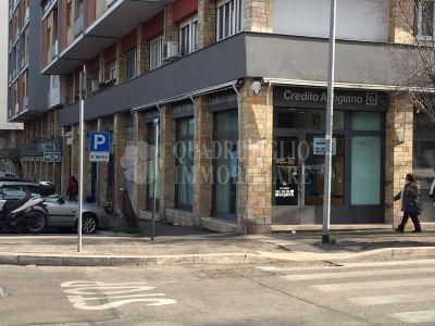 offerta vendita locale commerciale montagnola occasione negozio in vendita via vedana roma