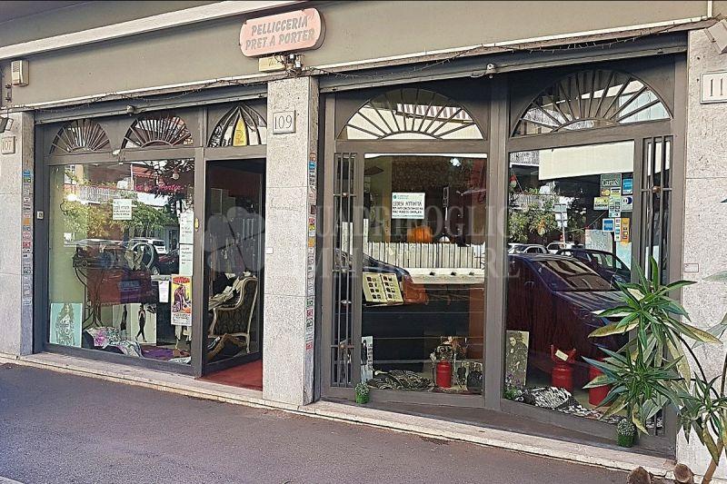 Offerta vendita abbigliamento Ostia centro - occasione attività commerciale in vendita Ostia