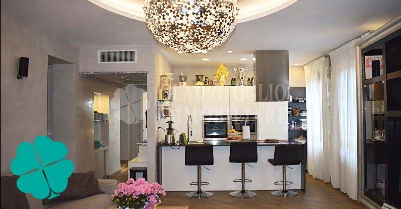 Offerta vendita appartamento quadrilocale con vista mare Ostia Centro Storico