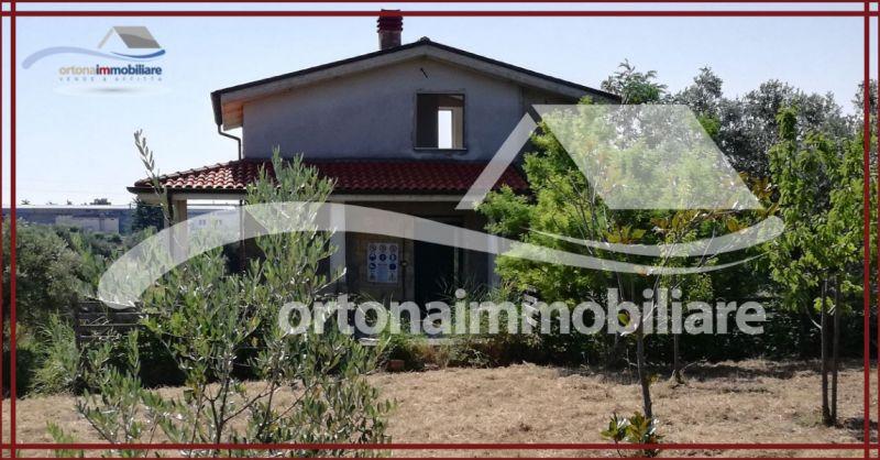 ORTONAIMMOBILIARE - Occasione vendita villa al grezzo avanzato con frutteto terreno ad Ortona