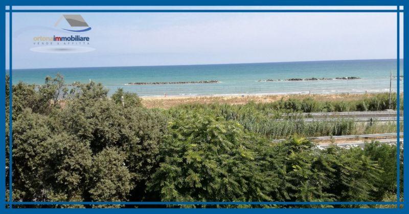 ORTONAIMMOBILIARE - Предложение о продаже виллы с таверной и гаражом с видом на море в Лидо-Риччо