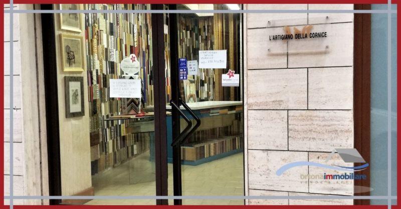ORTONAIMMOBILIARE - Occasione vendita avviata attività di tappezzeria con laboratorio ad Ortona