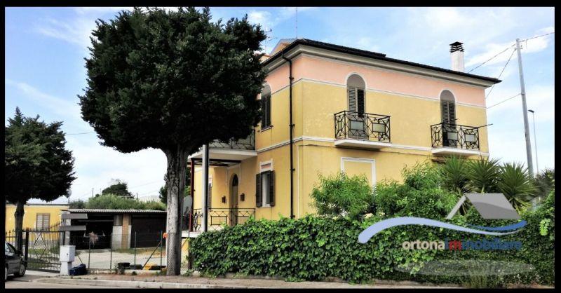 ORTONAIMMOBILIARE - Offerta VENDITA VILLA con due appartamenti e GARAGES E GIARDINO