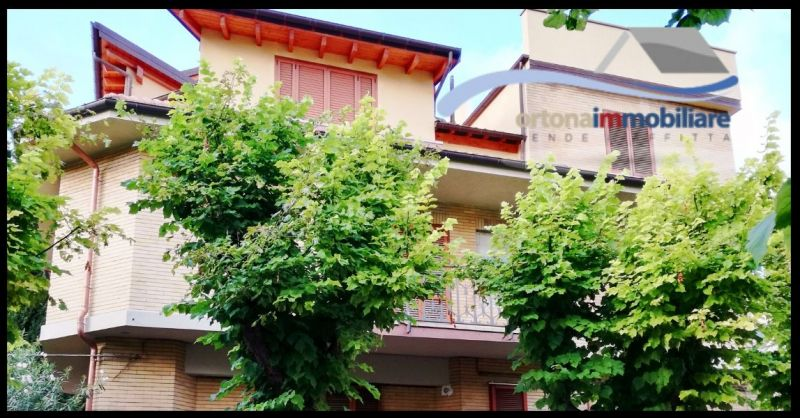 ORTONAIMMOBILIARE - Offerta vendita VILLA con taverna e garage e terrazze vista mare AD ORTONA
