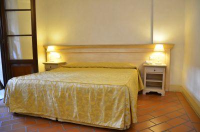 hotel il poeta offerta camera matrimoniale colazione e garage week end in toscana fuori porta