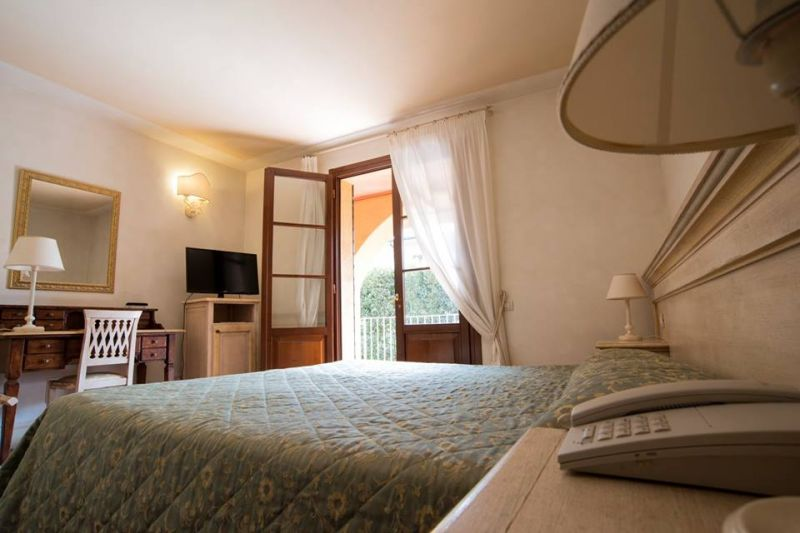 Hotel il Poeta Offerta 50 Camere parcheggio e wi-fi gratuito campi sportivi Pisa-sala meeting