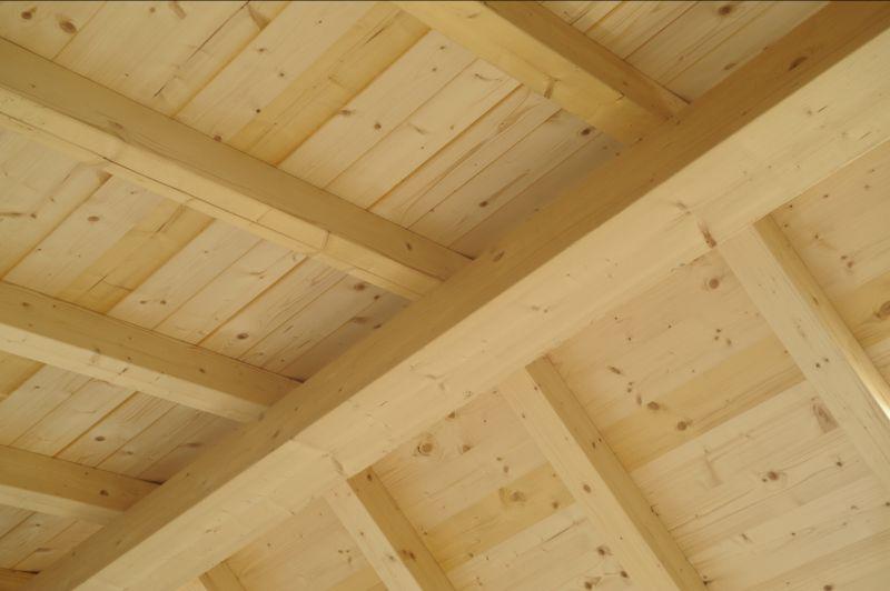 Offerta Verniciatura protettiva di travi in lego-Offerta Trattamenti per superfici legno Verona