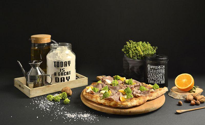 PIZZA CON INGREDIENTI SELEZIONATI DI STAGIONE GROTTAMMARE