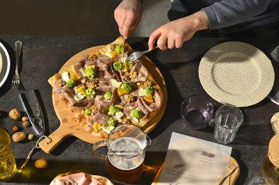 pizza con ingredienti selezionati di stagione acquaviva picena