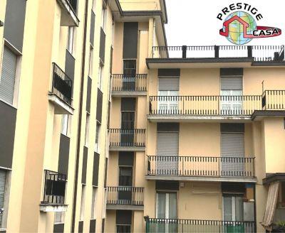 offerta trilocale con servizi e balcone promozione trilocale primo piano biumo superiore