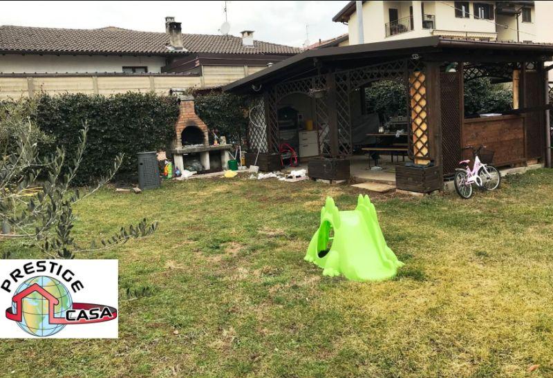 offerta villa bifamiliare ristrutturata su due livellli-promozione villa con ampio giardino