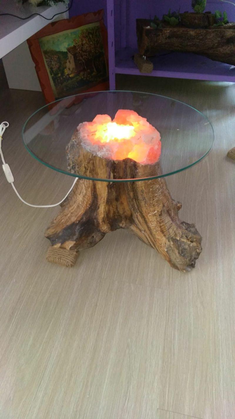 Offerta Tavolino luminoso in legno d'ulivo e sale rosa  himalayano. Promozioni in corso