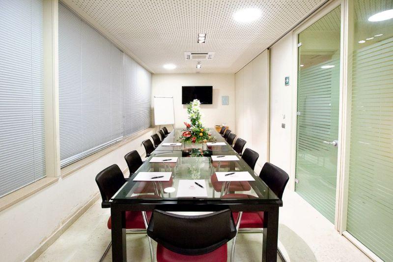 offerta Prenotare Sala Conferenze Hotel Giulianova Teramo - occasione sala meeting hotel teramo