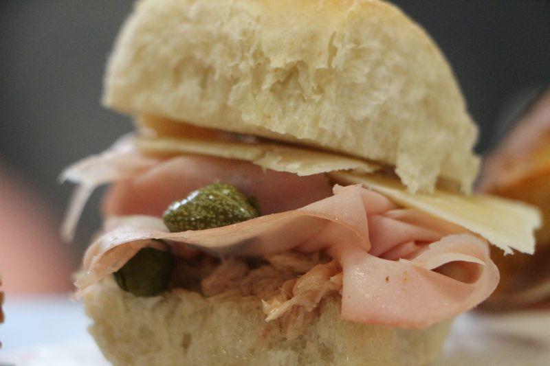 offerta panino cegliese e calice Negroamaro Emerà