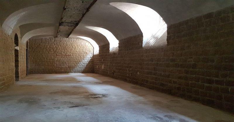 Laboratorio deposito artigiano di 250 mq  Napoli