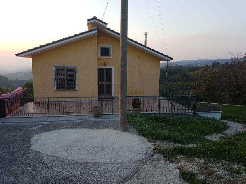 Offerta villa Sant'Angelo Lombardi immersa verde