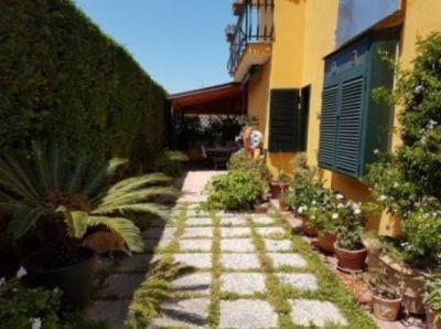 pozzuoli villa su 2 livelli giardino terrazzi ingressi indipendenti