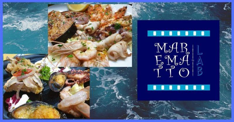 offerta ristorante fast food con tavoli all'aperto e specialità di pesce fresco di giornata