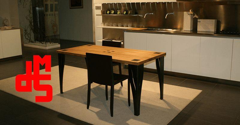 Offerta Tavolo in Rovere intarsi in ferro - Occasione Tavolo moderno in Rovere personalizzabile