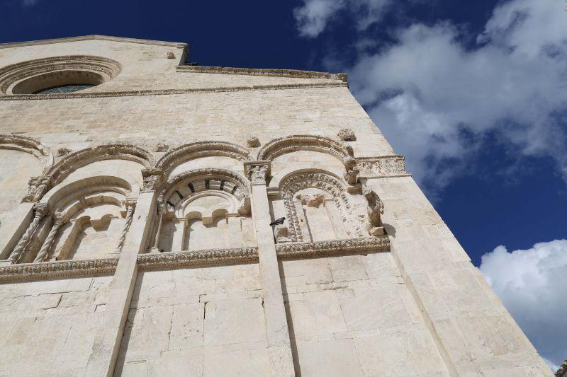 i borghi italiani antichi - cattedrali romaniche - castelli federiciani