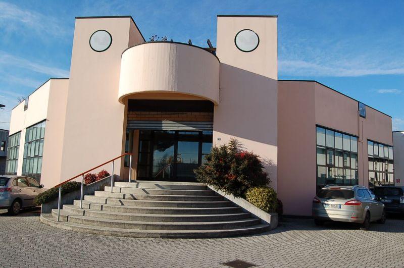 Offerta Affitto Locale commerciale 300 mq - occasione negozio più magazzino in affitto Padova