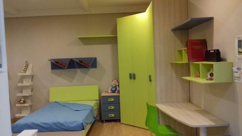 Mobili da camerette per ragazzi esposte in offerta