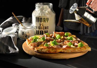 pizza cotta su pietra montemarciano pizzeria montemarciano