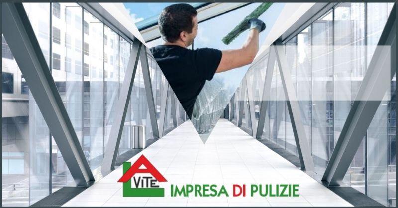 offerta pulizia vetrate e facciate esterne Lucca - occasione lavavetri per finestre esterne