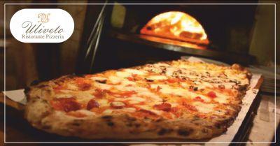 ristorante uliveto offerta pizzeria al metro occasione pizza cotta nel forno a legna massa