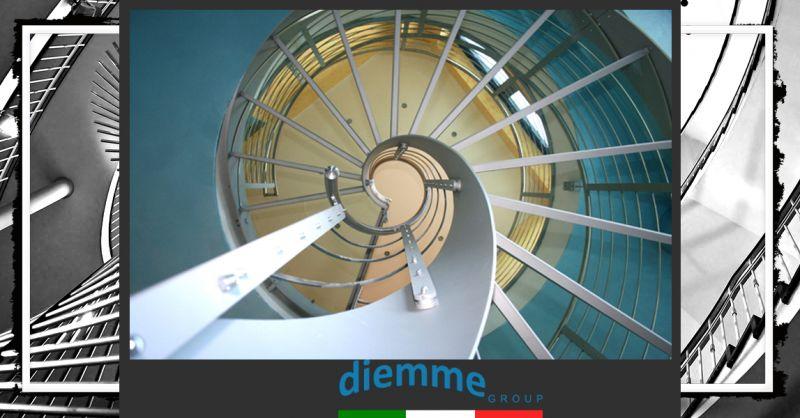 Occasione Scala di design a giorno in acciaio su misura - Occasione Vendita diretta scala a chiocciola