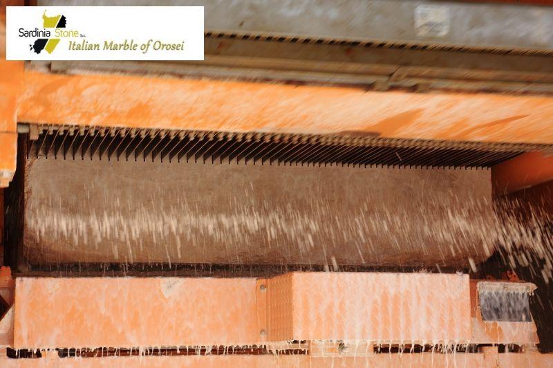 Sardinia Stone - Возможности производства мрамора для отделки магазинов made in Italy Sardegna