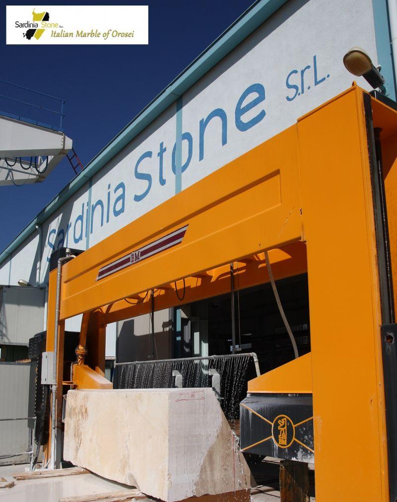 Sardinia Stone - Promozione vendita marmo pregiato made in Italy per arredo centri commerciali