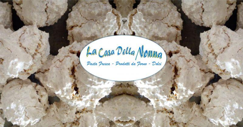 La Casa della Nonna Bolotana - offerta amaretto bianco  dolce tipico bolotanese