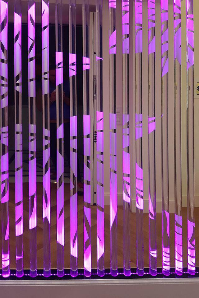 Offerta parete in plexiglass con illuminazione a neon Verona - occasione arredamento di design