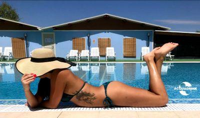 acqua drink oniferi nuoro offerta struttura feste a bordo piscina
